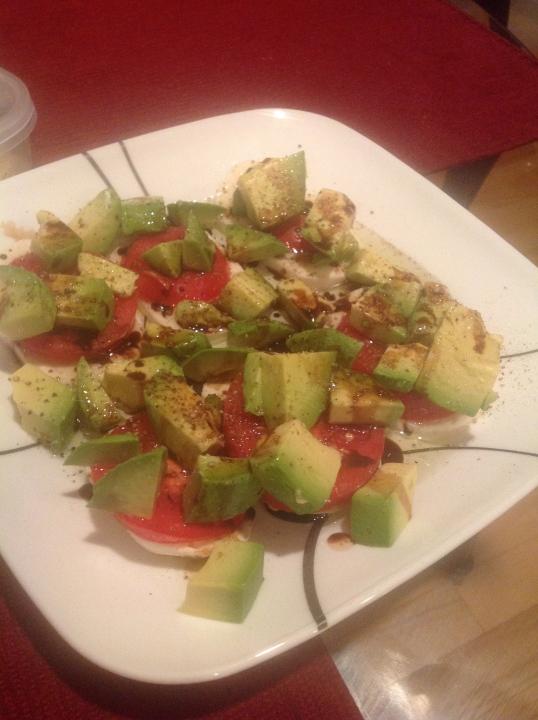 mozzarella,tomato,avocado salad