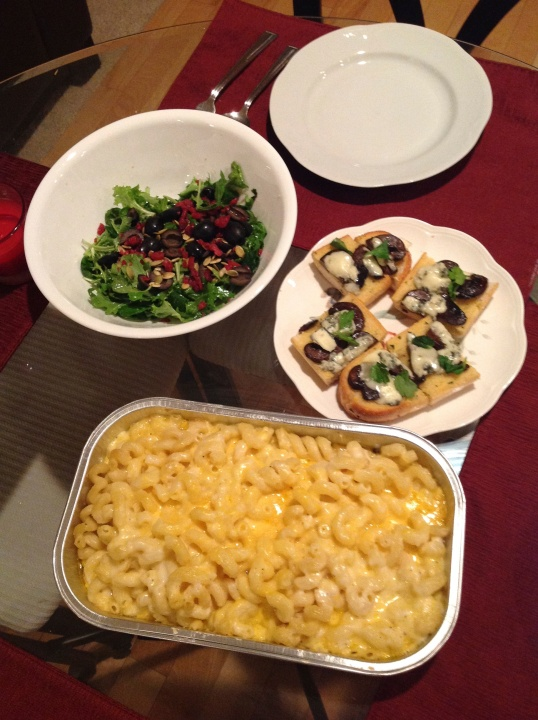 Mac and cheese,salad,mushroom and blue cheese crostini (macandcheese from Costco)