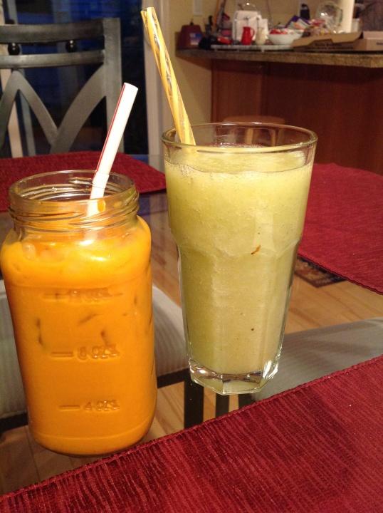 thai iced tea and pear smoothie