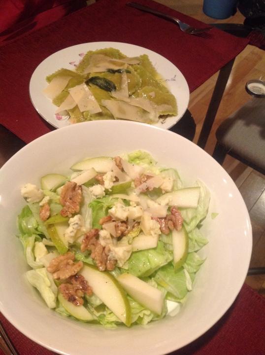 pear,walnut,blue cheese salad