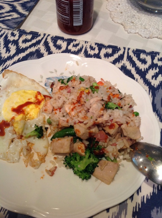 vegetable fried rice with siracha