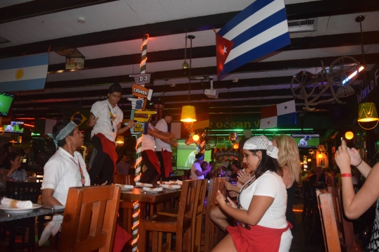 waiters dancing on the table!lol
