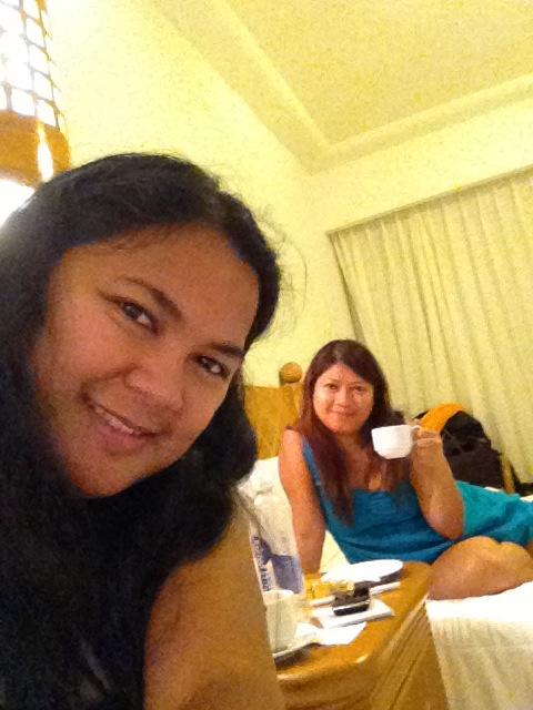 hotel room selfie with sis