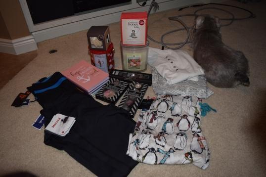 Homegoods: I got workout pants,PJ sets,notebooks,makeups,candle,philosophy stuff